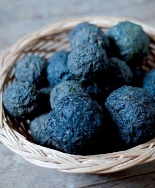 NATURAL DYES – THE HISTORY OF EXTRACTION OF BEAUTIFUL PLANT PIGMENTS