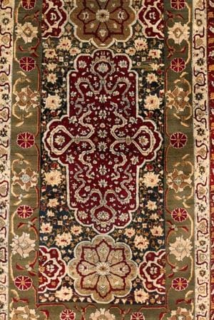 India's most Famous Carpet Traditions from Kashmir and Agra
